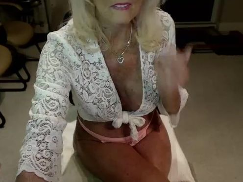 fantasylady50 caresses her pussy