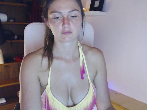taralanes noble lady praises boobs