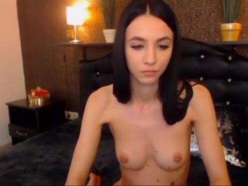 divajennifer onlyfans naughty babe posing in lingerie