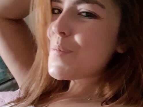 xmandyfoxxx  shy slut with a nice ass fucks pussy