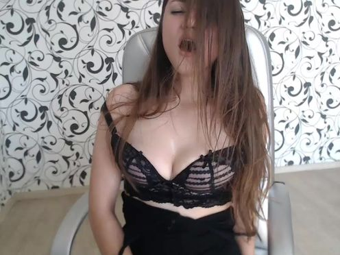 princessa777  need some big cocks in her wholes