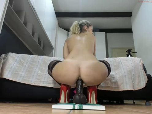 lady_anal  Beautiful webcam model with tight pussy